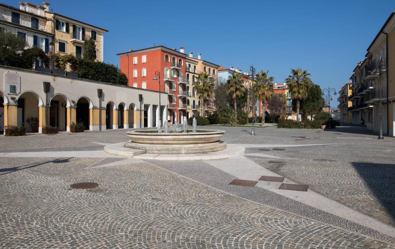 Piazza Borgo Marinaro Porto Recanati